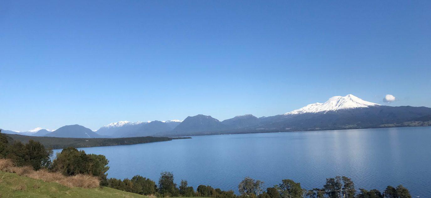 Imponente Vista al Lago y Volcanes