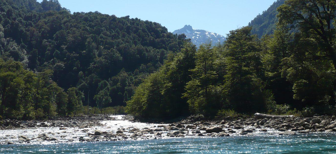 El río Botapiedras acompaña el terreno durante 950 m