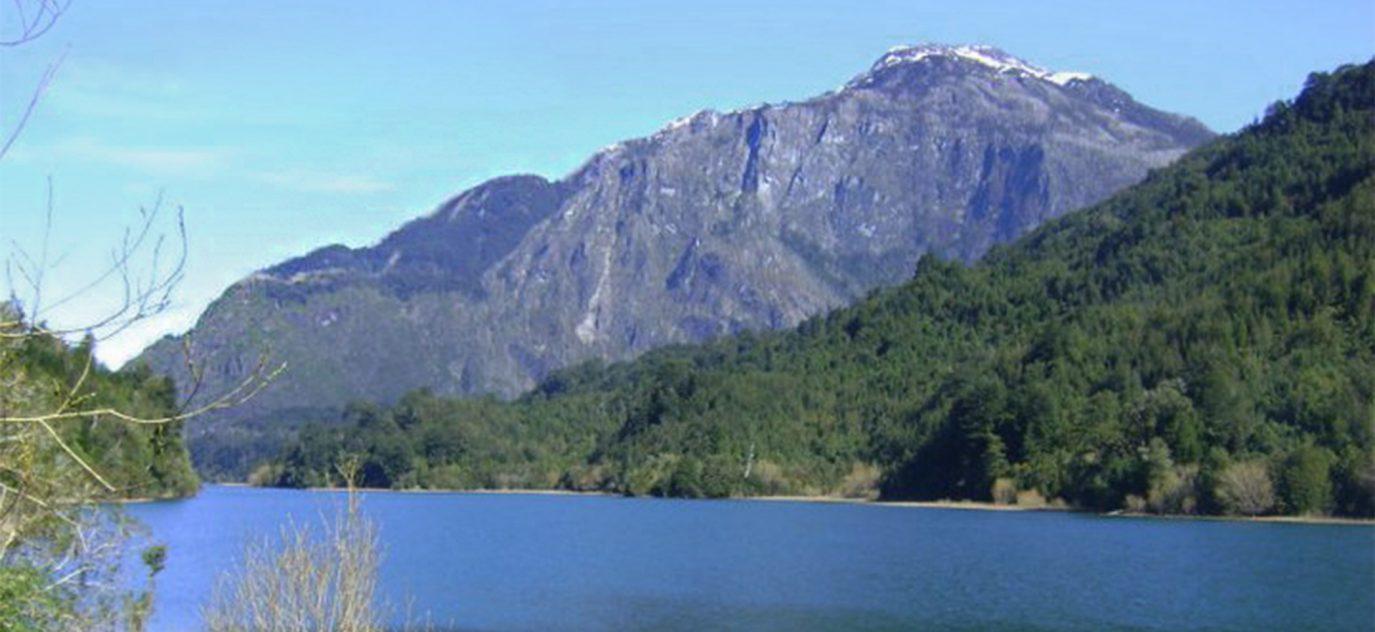 El terreno cuenta con 900 metros de orilla del río Botapiedras