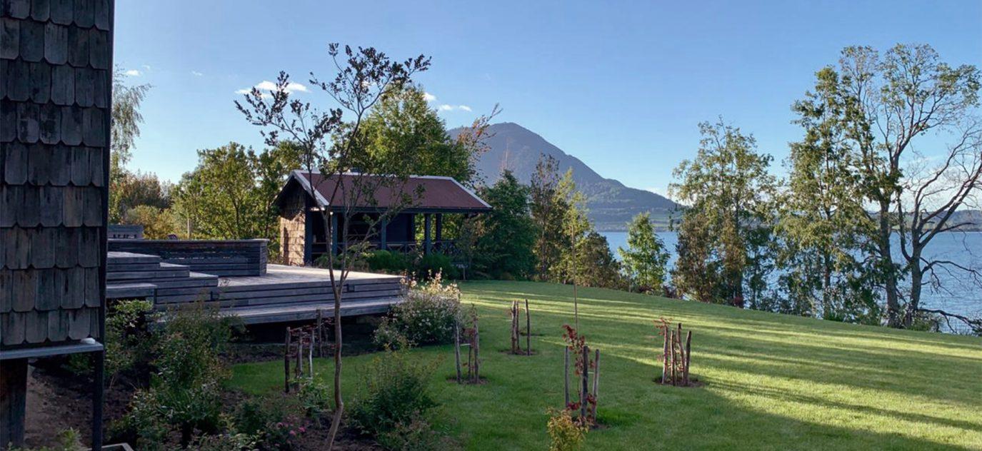 Jardín y vista al lago