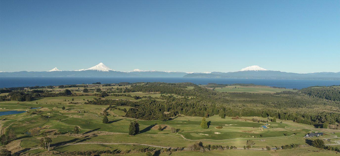 Rodeado de increíbles parques naturales y con vistas a la cancha de golf